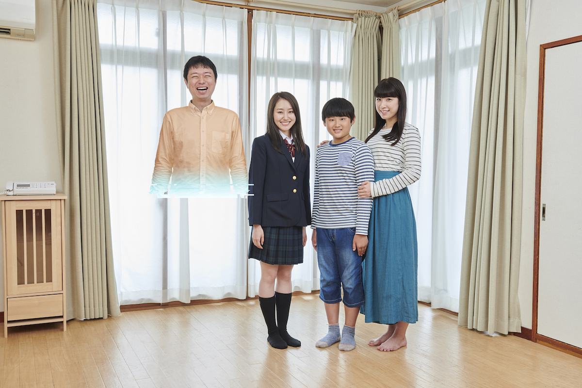 父だけローディングが重く、全部表示しきってない家族の集合写真